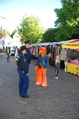 Koninginnedag 2007, Queensday 2007 (Miek37) Tags: blue orange holland netherlands dutch nikon oranje koninginnedag schiedam nikor d80 nikond80 18135mmf3556g 708sh12