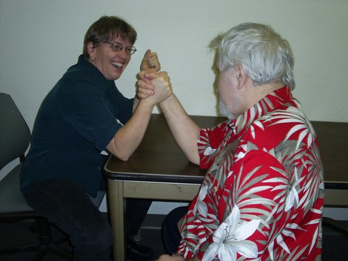 bruce and helen armwrestle