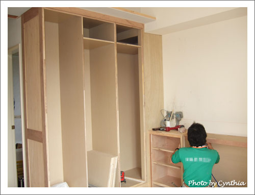 主臥內的衣櫥&床頭櫃