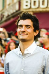 Orlando Bloom (FrogMiller) Tags: celebrity film movie stars star disneyland entertainment bloom famouspeople actor celebrities premiere turner orlandobloom piratesofthecaribbean redcarpet moviepremiere famousperson williamturner piratespremiere atworldsend