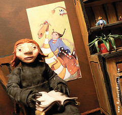 Allegorie (Mlanie Allard) Tags: sculpture illustration dragon puppet melanie card clay animation illustrator postal marionnette stopmotion allard polymer allegorie nanalalune
