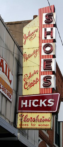 hicks shoes sign