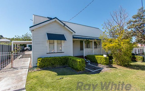 4 Albert Street, Speers Point NSW 2284