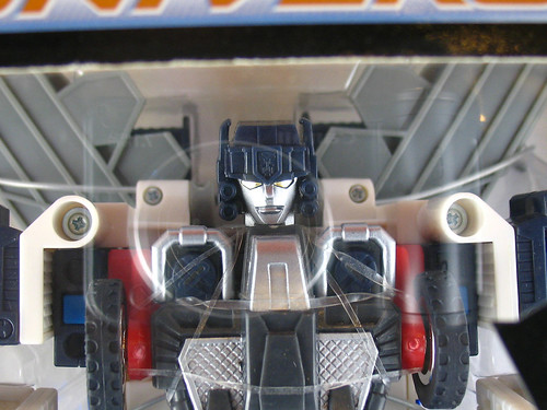 TF Universe Ultra Magnus (Sam's Club Exclusive) (close-up) - I so love the eyes!