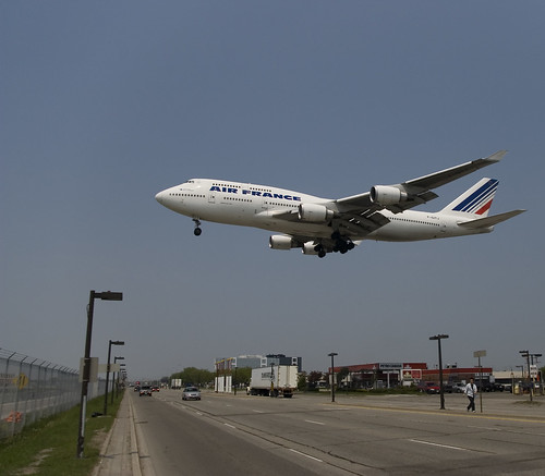 747 Over Airport Road by Kevin White