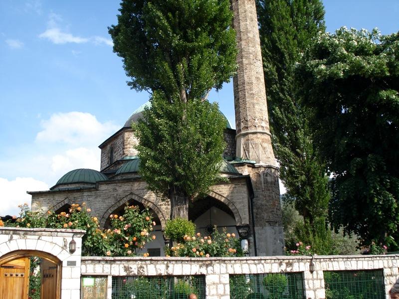 Католический Собор В Центре Мечети Фото