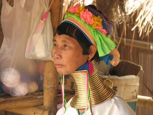Mujeres cuello de Jirafa..