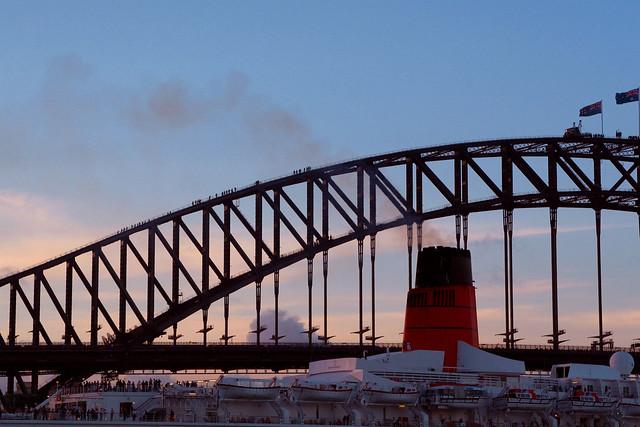 QE2 in Sydney