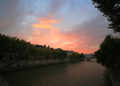 Along the Seine (` Toshio ') Tags: sunset paris france water seine river boatride toshio iledecite