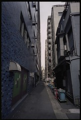 Small Passage (gullevek) Tags: blue sky building film japan wall architecture geotagged tokyo fuji pavement iso400    trashcan housebuilding  scannedfromnegative fujipro400 epsongtx900 voigtlnderbessar3a voigtlndercolorskopar21mmf4 geo:lat=35671596 geo:lon=139771205