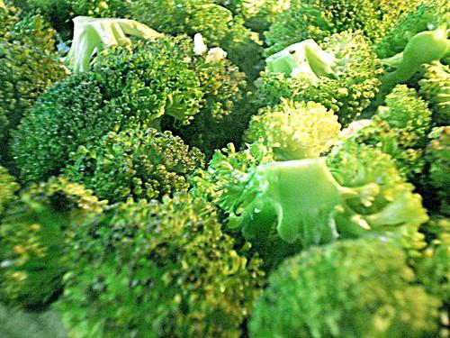 Fleurette de brocoli et romanesco rôties, ail et coriandre