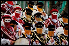 Roll of Drums (Ketosea) Tags: sardegna color composition costume mask drum giallo drummer roll movimento rosso maschere oristano bacchette redyellow sartiglia tamburi p1f1 ketosea folkrore avallistella