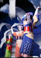 Crepe Fabric of Echigo: Miyako Odori (mboogiedown) Tags: travel blue light shadow beauty asian dance interestingness spring movement kyoto asia traditional silk culture explore geiko geisha  kimono gion tradition miyako kansai odori inoue  kyomai i500 interestingness323 springinkyoto ilovekyoto springdances experiencejapan discoverkyoto crepefabricofechigo dancesoftheoldcapital inoueryu mamehiro