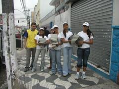 Equipe de distribuição para a região de Arthur Alvin.