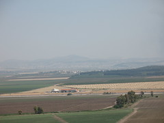 Jezreel Valley_0673 (hoyasmeg) Tags: mountains israel tell valley fields armageddon pilgrimage jezreel views50 megiddo views100 views75 jezreelvalley telmegiddo almutesellim viamaris replacedwithhires 3264x2448 hoyasmeg