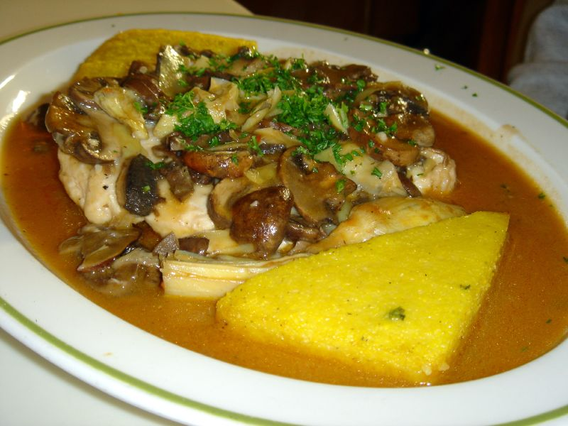 Chicken breast with tomatoes and artichokes and polenta