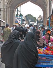 IMG 0312 e (Eric.Parker) Tags: street india arch hijab 2006 hyderabad niqab burqa charminar
