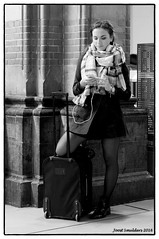 Travelling (Streetphotography by Joost Smulders) Tags: streetphotography straatfotografie candid urban mensen vrouw woman young jong mooi beautiful pretty reizen travelling amsterdam holland nederland