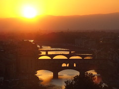 florence at sunset (angelicchiatrullall (yeppa!)) Tags: city bridge sunset red italy orange sun reflection water river rouge soleil town florence eau europa europe italia tramonto fiume ponte reflet tuscany pont firenze arno toscana angela sole acqua sonne rosso soe arancio italie pontevecchio mycity riflesso coucherdusoleil supershot aplusphoto angelicchiatrullall angelamassagni angelicchia massagni