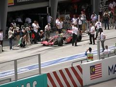 20.Lewis Hamilton回到Pit