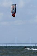 Kite Surfer (Kristian Hedberg) Tags: bridge sea kite man 20d canon eos surfer bridges surfing canoneos20d human bro drake hav sjö öresund öresundsbron humen broar oeresund människa människor oeresundsbron surfare