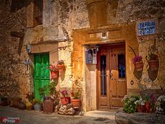 Maderuelo | Segovia | HDR (alrojo09) Tags: alrojo09 maderuelo segovia castillaylen pueblo hdr colorflores tiestos espaa spain