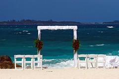 Wedding, Atlantis style (Ricardo Carreon) Tags: ocean blue wedding sea white green sand topv555 boda atlantis topv777 portal bahamas casamiento challengeyouwinner