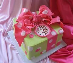 Emily's Polka Dot Gift Cake (mandotts) Tags: birthday pink green explore polkadots birthdaycake present giftcake fondantribbon edilblegifttag