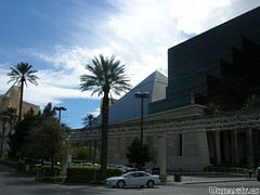 hotel luxor strip
