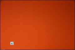 White on orange (Dit is Suzanne) Tags: 07052007 nederland netherlands groningen oosterpoort cultureelcentrumoosterpoort нидерланды гронинген canondigitalrebel ©ditissuzanne oranje orange оранжевыйцвет минимализм minimalism minimalisme img6217 trompsingel mywinners sigma18125mm13556 explore views2000 472