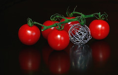 spooky tomato (HansHolt) Tags: spook spooky skeleton geraamte tomato tomaat cherrytomato red cherry bunch tros fruit vegetable veggie groente reflection reflectie rood tabletop surreal strange unusual canon 300d 100mm canoneos300d canonef100mmf28macrousm