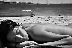 Laura (brunoat) Tags: portrait blackandwhite bw woman blancoynegro beach girl beautiful beauty chica retrato australia playa eos350d soe westernaustralia bunbury canonefs1785mmf456isusm brunoat brunoabarca