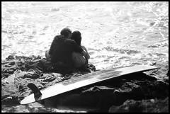 Surf y Amor (DavidGorgojo) Tags: bw love couple surf pareja amor bn hp5 ilford goanna tapia tapiadecasariego minoltadynax5 abigfave campeonatodelmundodesurfgoannapro2007