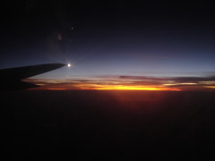 Overflying Caribbean Sea - Avianca Boeing 757 (CAUT) Tags: sunset sky sol window airplane atardecer ventana noche dusk flight wing cielo ala bluehour avion anochecer avianca horaazul