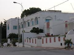 Gendarmerie nationale à Ghar El Melh (fenetres bleu)