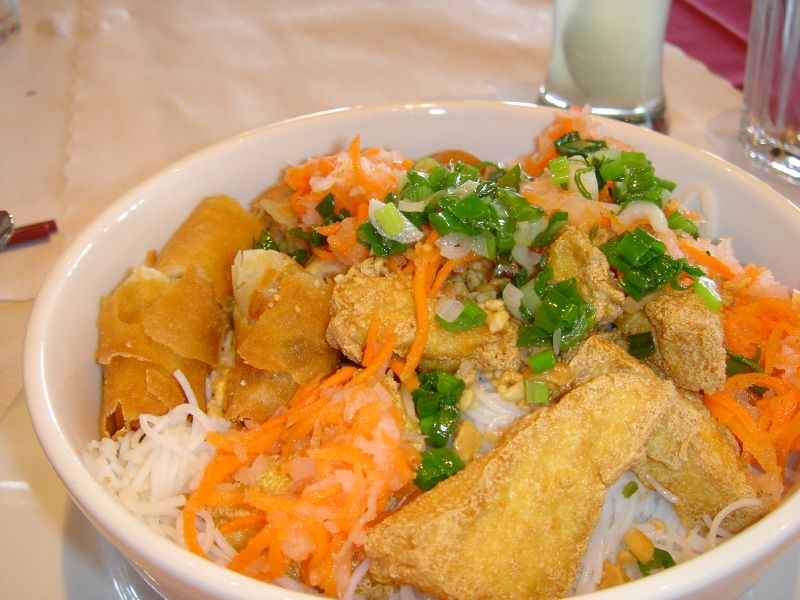 Tofu and Imperial Roll Vermicelli