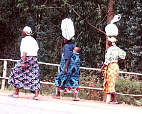 women walking to market [Photo by sly06] (CC BY-SA 3.0)
