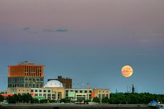 Moon rise over Camden, NJ (Java Cafe) Tags: moon philadelphia evening interestingness twilight 500v20f dusk camden nj f100 100v10f luna pa 500v50f moonrise top20moonshots 1000v100f topv4444 topf100 pennslanding delawareriver 50v5f top20favview 4444v44f interestingness43 i500 explore19jun06