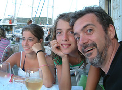 Two beauties and the beast (Snazzo) Tags: 2005 mediterranean croatia caterina vis susanna vacanze holyday snazzo