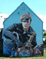 Marlon Brando Motorcycle award mural on small house in Roslyn, Washington (Wonderlane) Tags: 2005 portrait house leather bike painting washington mural small award motorcycle filmstill brando marlon roslyn moviestill marlonbrando wonderlane youngmarlonbrando marlonbrandomotorcycleaward brandoinleather youngbrando