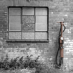 "pump2<br /><span style=""font-size:0.8em;"">Abandoned petrol pump outside a local garage.</span> • <a style=""font-size:0.8em;"" href=""https://www.flickr.com/photos/87605699@N00/39343942/"" target=""_blank"">View on Flickr</a>"