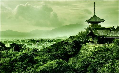 . Kiyomizudera 2004 (redux) .        清水寺 2004年 II .