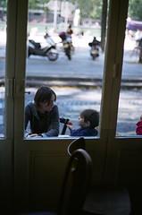 Antoine et sa tati au Barourcq (jalb) Tags: family people paris france film caf kids zeiss children 50mm fuji bokeh contax parisist 50mmf14 100iso 75019 contax139quartz 139quartz barourcq zeiss50mmf14 contax139q fujireala100iso