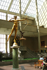 Metropolitan Museum Img_0485 (Lanterna) Tags: sculpture art statue museum architecture goddess dining atrium metropolitanmuseum lanterna saintgaudens canonpowershota75 americanart americawing