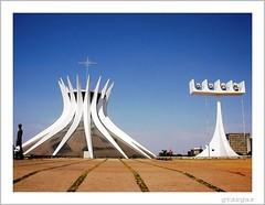 Brasília (Graça Vargas) Tags: sculpture church brasil architecture cathedral igreja brasilia ph100 graçavargas ©2005graçavargasallrightsreserved bsb50 44402250510