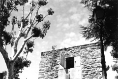 Let the sun get in / Laissons le soleil rentrer (WF3) Tags: france building stone laval sunnyday mayenne entlchie