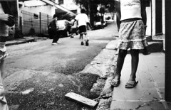 So Paulo (Paula Marina) Tags: street brazil urban bw film brasil children sara sandals sopaulo soccer 100v10f pb womenonly havaianas rua filme canonae1 crianas futebol trix400 paulamarina