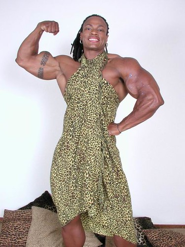 Renne Toney Flexes Bicep 2005