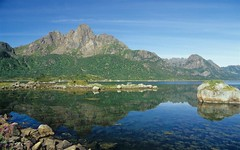 Reflection on Vesteralen (Reinhard.Pantke) Tags: travel water reflection vesteralen reise reisen unterwegs globetrotter norge norway norwegen skaninavien north