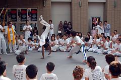 20051016_capoeira_namba_076 (cbuddha) Tags: capoeira batizado minatomachi japan osaka exhibition martialarts hadouken flyingfistsoffury backflip flexible